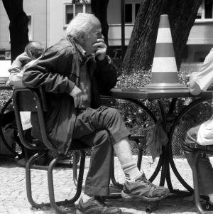 Fotografia de Rua/Homem perante um enigma