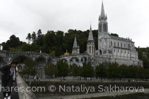 Gentes e Locais/A Basílica de Nossa Senhora de Lourdes