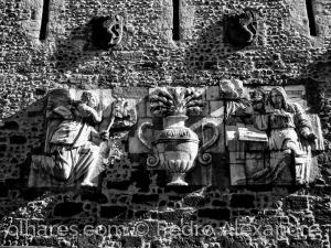 História/Relevo em parede no castelo