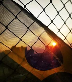 """Paisagem Urbana/""""E o sol da liberdade, em raios fúlgidos, Brilhou"""