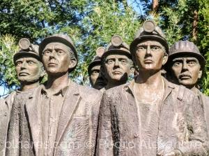 Gentes e Locais/Estátua de homenagem ao mineiro