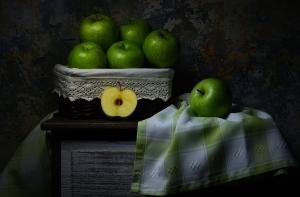 /Natureza-morta com maçãs verdes