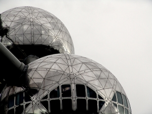 Abstrato/Atomium in space