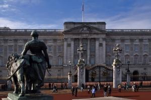 /Buckingham Palace