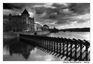 /Atravessando Praga...