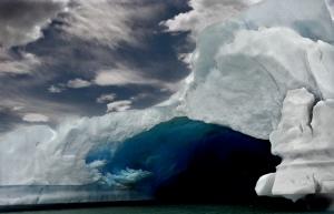 /Icebergue em tons de azul