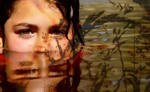 Retratos/Girl in the Pond...