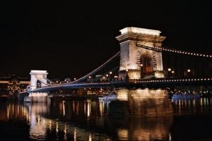 /Chain Bridge