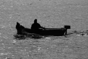 Gentes e Locais/O Homem do bote