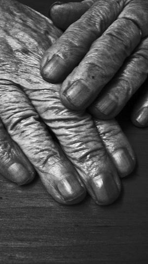 /Mãos que marcam o tempo....
