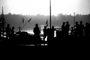 Gentes e Locais/A cada porto, uma espera...