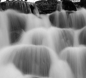 /Água cai
