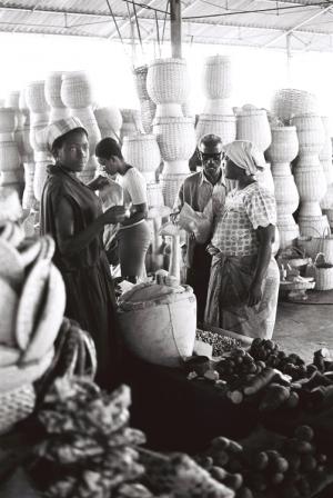 Outros/Mercado de SPaulo 1975 Angola