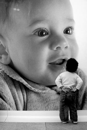 Fotojornalismo/Bebê espanta-se com bebê