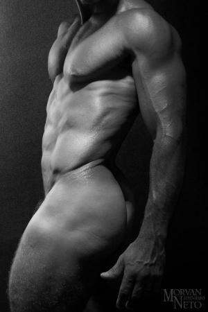 Nus/corpo sarado