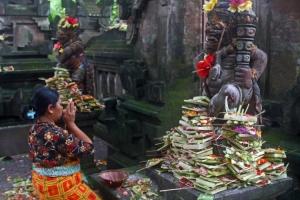 Gentes e Locais/Oferendas em Bali