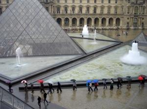 /Exterior Louvre Paris
