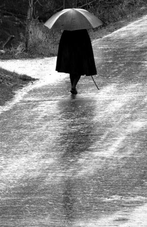 Gentes e Locais/...sózinha  e à chuva .....