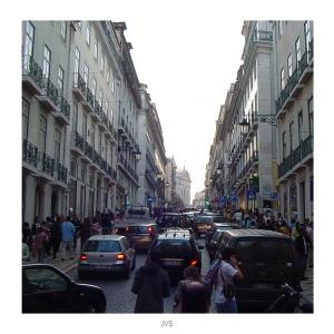 Paisagem Urbana/A Rua sobe para os Lados