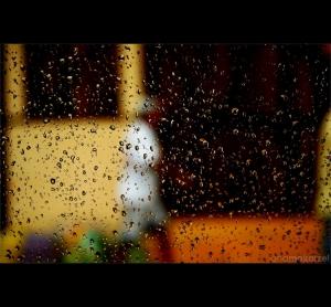 Abstrato/Lá fora está chovendo...