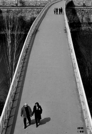 /A ponte é uma passagem