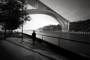 Gentes e Locais/Under the bridge