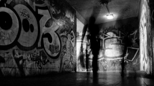 /graffiti tunnel walk