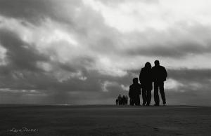 Gentes e Locais/Stand in Line