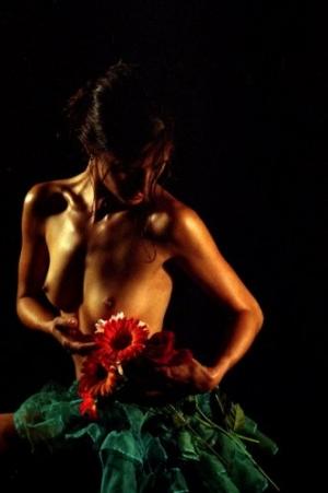 Nus/Mulher e a Flor