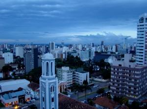 Paisagem Urbana/Anoitecendo em Curitiba.