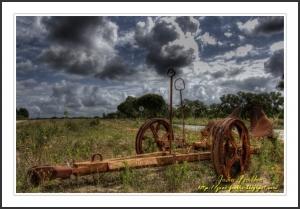 Paisagem Natural/Alfaia agrícola abandonada