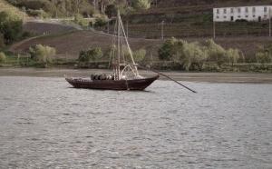 """Outros/""""Quem vem e atravessa o rio, junto à serra..."""""""