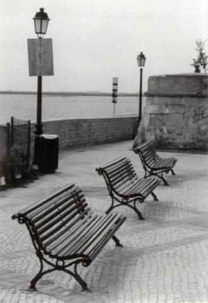Outros/Onde se senta um português...