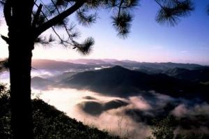 /Nascer do sol nas montanhas