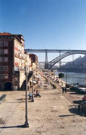 /A Ribeira vê a Ponte