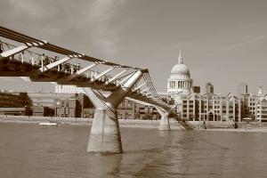 Gentes e Locais/Millennium Bridge