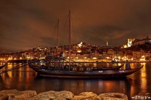 /Olhando o porto ...