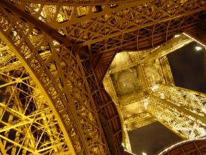 Gentes e Locais/O lado íntimo da Torre Eiffel