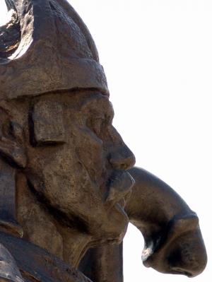 História/estátua peculiar