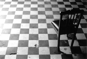 Outros/a cadeira perneta