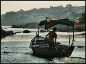 Gentes e Locais/Portugal em farrapos