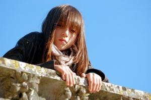 Outros/Uma jovem espreitando