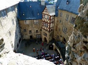 Outros/Hof in der Burg Runkel
