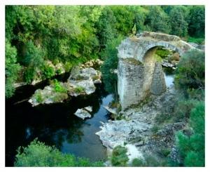 /restos de um passado sobre o rio Paiva