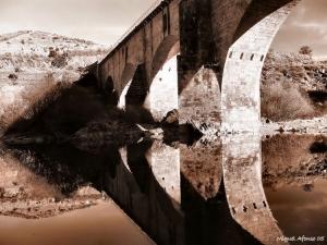 /Velha ponte sobre o Rio Sabor...