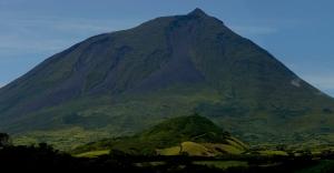 Paisagem Urbana/Montanha do Pico 1