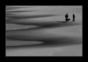 /Ao longe na praia