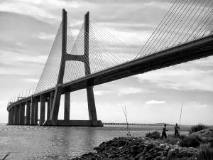 /Junto à ponte