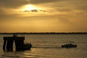Paisagem Urbana/O Sol e o Barco indo...