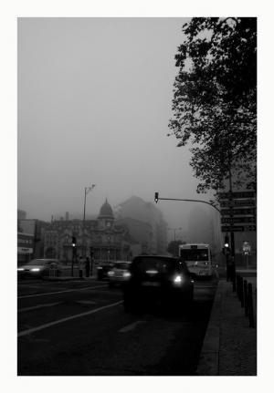 /Envolta em neblina...